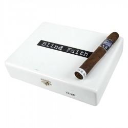 Alec Bradley Blind Faith Toro Kiste und Zigarre