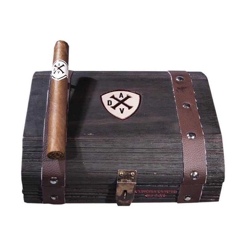 Adventura The Conqueror Marinero Kiste und Zigarre
